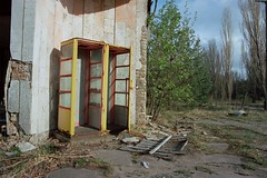 Сломанная машина времени / Broken time machine (spoilt.exile) Tags: украина чернобыльскаязонаотчуждения радиация чернобыльскаякатастрофа чернобыль припять заброшено пленка скан чаєс ukraine chernobylexclusionzone radiation chernobyldisaster chernobyl pripyat abandoned film scan chernobylnuclearpowerplant