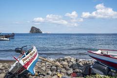 pesca e malvasia... (Renato Pizzutti) Tags: isoleeolie sicily vulcano spiaggia sassi barche mare nikond750 renatopizzutti