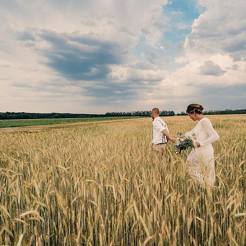 "#hochzeitsreportage #scheunenhochzeit #weddingphotographer #landscape #photographer #brandenburg #schöbendorf #paarshooting #coupleshooting #intothefields #reportage #lovelycouple #wedding #fläming #thewhitebarn • <a style=""font-size:0.8em;"" href=""http://www.flickr.com/photos/83275921@N08/41484993420/"" target=""_blank"">View on Flickr</a>"