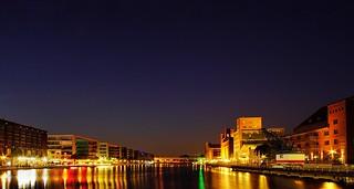 Innenhafen Duisburg zur blauen Stunde