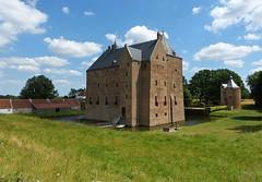 Loevestein Castle - Slot Loevestein (joeke pieters) Tags: 1410348 panasonicdmcfz150 vestingdriehoek slotloevestein loevesteincastle kasteel castle schloss wasserschloss poederoijen gelderland nederland netherlands holland