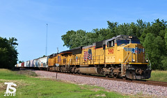 UP 3910 Leads SB Manifest Iowa Falls, IA 6-29-18 (KansasScanner) Tags: iowa iowafalls ackley buckeye alden cn csx up ns bnsf iarr train railroad sunset