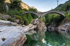 Valle Verzasca (Guy Goetzinger) Tags: ticino goetzinger nikon d850 tessin bridge river lava lavertezzo fresh water antique pont 2018 verzasca