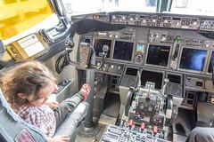 Kid in the cockpit (ruifo) Tags: nikon d810 aviacion aviación aviacao aviação aviation airport aeropuerto aeroporto nikkor 24120mm f4g ed vr panama city cuidad panamá tocumen tocumén intl copa airlisnes boeing b737800 737800 b737 737 b738 738 cockpit flight deck cabin cabine cabina