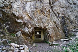 20180709-34-Mysterious door in cliff