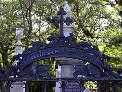 Thomas Duncan (pjpink) Tags: oldburyingground grave graveyard burial historic cemetery smalltown beaufort northcarolina crystalcoast nc carolina may 2018 spring pjpink 2catswithcameras