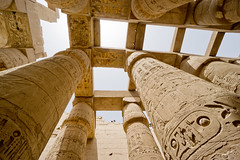 Columnas en Karnak. Lúxor, Egipto. (pablocba) Tags: amon ra amonra columnas karnak temple templo luxor egipto egypt architectura egipcio egyptian history historia sony ilce6000 a6000 travel