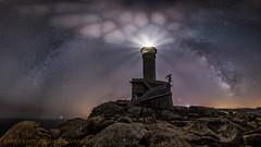 Selfie (Emilio Rodríguez Álvarez) Tags: sea faro nariga galicia malpica lighthouse noche night estrellas vía lactea pano panoramica 6d canon art 14mm sigma 017