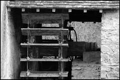 Vallon sur Gée (Sarthe) (gondardphilippe) Tags: vallonsurgée sarthe maine paysdelaloire moulin mill noiretblanc nb noir blanc monochrome blackandwhite bw black white patrimoine architecture bâtiment campagne extérieur outdoor eau water mur wall nature ombre roue quiet rural ruralité texture vieux zen