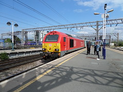 67013 Pushing its train out of manchester piccadilly as ecs to longsight and will return to form the 1D31 16.50 service to Llandudno. (rharwood75) Tags: platform manchester piccadilly skip class67 db red schenker