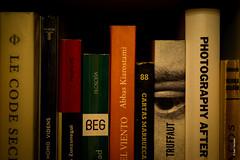Homo Videns (Ivan Herrador) Tags: red books nikkor micronikkor60mmf28 nikon nikond3s amaranalm9 macro lowlight longexposure tranquil relaxation reading eye ngc