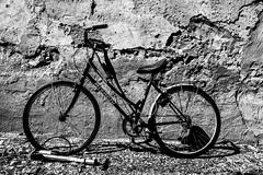 Contrast (priolo_vittoria) Tags: bicycle cycling cyclist footpath cycle biking sidewalk bike hanoi contrast blackandwhite bnw bici contrasto biancoenero sport poggiata resting detail circular round wheels rotondo ruote bicicleta canon5ds dettagli
