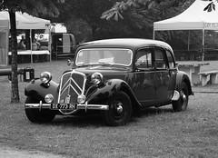 Citroën Traction 11C (Commerciale) 1955 Pithiviers (45 Loiret) 10-06-18a (mugicalin) Tags: citroën citroëncar citroënclassic citroëntraction traction tractionavant frenchcar blackcar 2018 dx 773 rh 45 fujifilm fujifilmfinepix fujifilmfinepixs1 s1 finepix finepixs1 noir black blanc blackandwhite noiretblanc bw 1955 10fav