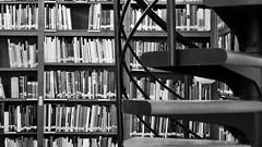 Library at the Royal Academy of Fine Arts Saint George, Barcelona. (heraldeixample) Tags: heraldeixample bcn barcelona spain espanya españa spanien catalunya catalonia cataluña catalogne catalogna arquitectura architecture architekture pensaernïaeth 架构 arkitektur architettura สถาปัตยกรรม arkitettura biblioteca library bibliotek bibliothèque библиотека 图书馆 gizonen mænd viroj fir dynion άνδρεσ lelaki ngc arxiu archive archivo albertdelahoz nationalgeographic