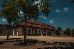 Schloss Philippsruhe... (hobbit68) Tags: sky himmel clouds wolken windows fenster baum tree gebäude fujifilm xt2 sunshine sonne sommer summer platz
