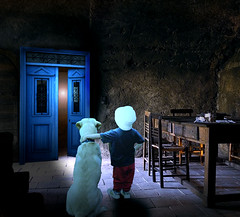 Thriller (jaci XIII) Tags: suspense terror casa porta menino cão cachorro horror house door boy dog