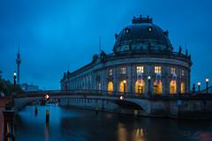 Bode Museum (T. Kaiser) Tags: sonyilce7rm3 fe1635mmf4zaoss berlin langzeitbelichtung deutschland longexposure spree germany berlinerfernsehturm fernsehturm blauestunde bluehour