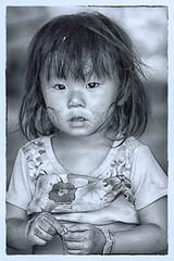 nei tuoi occhi (mat56.) Tags: ritratto ritratti portrait portraits bambina bimba child etnia ethnicity banmong mon thailandia thailand asia tenderness tenerezza sguardo look espressione expression viso face babygirl persone people antonio romei mat56 occhi eyes