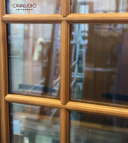 Dettaglio dell'inglesina di una finestra in legno