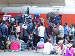 new delhi 2017 (gerben more) Tags: railwaystation railway transportation travel train transport people india delhi newdelhi