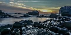 Aguas suaves y un bello atardecer en la Playa chica de Totoralillo region de coquimbo (lushoaguilerafotografia) Tags: sunset atardecer chile coquimbo playa