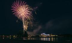 Fête nat à Amboise ! (Sugar 41) Tags: fireworks feuxdartifice château châteauxdelaloire amboise reflets reflexion régioncentrevaldeloire nkond750