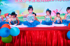 Happy Day Kindergarten Graduation 057 (C & R Driver-Burgess) Tags: stage platform ceremony child kids boy girl preschooler small little young pretty sing dance celebrate dress skirt white shorts blue suit waistcoat bowtie 台 爸爸 妈妈 父亲 母亲 父母 儿子 女儿 孩子 幼儿 粉红色的 衬衫 短裤 篮球 跳舞 唱歌 漂亮 帅 好看 小 people gauzy compere 打篮球 短裤子 黑 红 tamronspaf2875mmf28xrdildasphericalif tutu tights stockings pantyhose ballet shoes sequins sparkle microphone leap splits elegant rows jump 蓝色 白色 跳 袜裤 长筒袜库 由腰部撑开的芭蕾舞用短裙 芭蕾舞 鞋