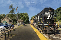 NS-H02 Eastbound through Mountain Lakes. (bozartproductions) Tags: station norfolk southern mountain lakes new jersey line transit morris county mt railroad ns h02