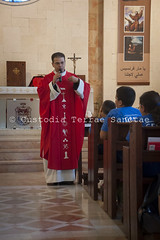 NA_140707_9633 (Custody of the Holy Land - Photo Service (CPS)) Tags: arab arabchristian beithanina christian christianarab christians christiansarabs haithamyalda holyland holymass mass parish saintjames stjames terrasanta terresainte arabchristians chapel child children franciscanpastor homily latinparish liturgicalornaments liturgicalvestments nadim ornaments pastor preaching predict red summercamp vertical vestments