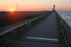 fin de jour au Treport (fred9210) Tags: port sunset mer sea normandie soir couleur soleil couchant phare canon