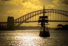 Wipe the tears from your eyes (.KiLTRo.) Tags: kirribilli newsouthwales australia au kiltro sunset clouds sky nubes water bote boat mar sea ocean agua puestadesol cielo past
