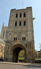 32698 (benbobjr) Tags: burystedmunds suffolk england english uk unitedkingdom gb greatbritain britain british normantower monasticgate monument urban gate gateway gradeilisted gradeilistedbuilding norman tower
