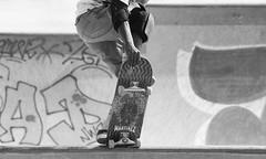 Profil sous skate (ZUHMHA) Tags: marseille france urban urbain line lignes courbes curve summer été sun soleil lumière light shadow ombre ombreetlumière skatepark skateparc bowl sport fun skate people gens humain human personnes sportif jeunesse sportextrême sportdeglisse glisse graf tag scènedevie