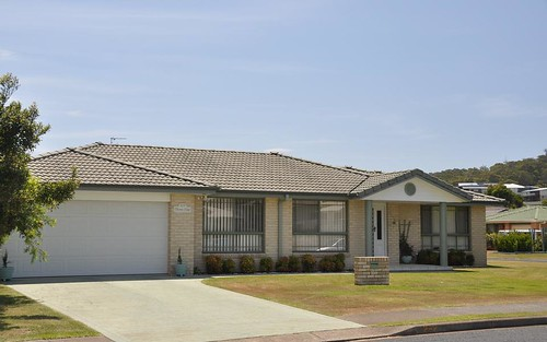 2/2 Thora Close, Forster NSW