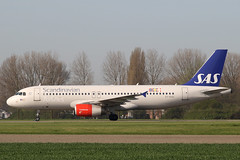 OY-KAU Airbus A.320-232 SAS Scandinavian Airlines (pslg05896) Tags: oykau airbus a320 sas scandinavianairlines ams eham amsterdam schiphol