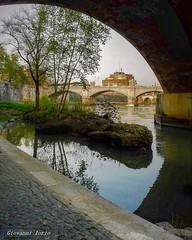 Lungo il Tevere (ioriogiovanni10) Tags: seguimi fotografo castello bicicletta ciclabile lungotevere river fiume capitale castesant'angelo rome passeggiata città city ponte bridge tevere roma