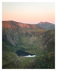 Cwm Idwal (Ollie Pocock) Tags: snowdonia snowdon cwm idwal mountains wales northwales uk hills rocks sunrise dawn light lake water