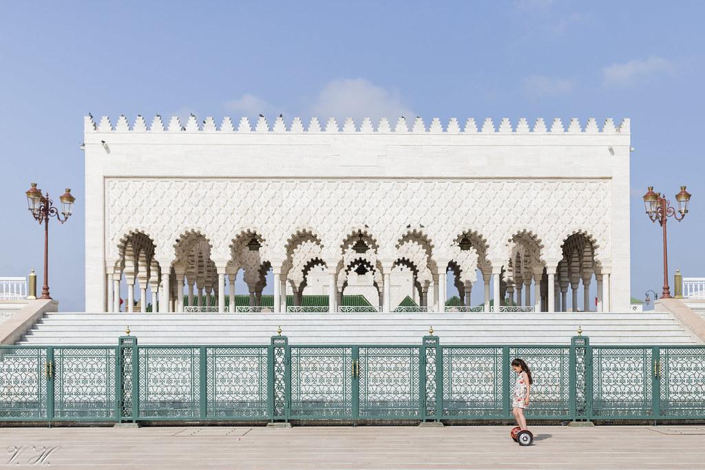 f88fec18605 2018/07/11 17h17 gyropode devant la mosquée Hassan (Rabat) (Valéry
