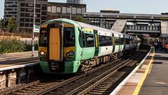 377203 (JOHN BRACE) Tags: 2002 bombardier derby built electrostar 377203 southern livery east croydon station