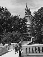 Oudong, Cambodge, août 2018. Oudong, Cambodia, August 2018. (vdareau) Tags: noiretblanc blackandwhite stupa oudong cambodia cambodge asiedusudest southeastasia asia asie