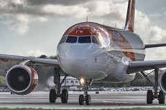 G-EZFW / Airbus A319-111 / 4380 / EasyJet Airline (A.J. Carroll (Thanks for 1 million views!)) Tags: gezfw airbus a319111 a319100 a319 319 4380 easyjetairline y156 cfm565b53 40631b london gatwick egkk lgw