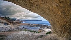 (372/18) Bajo el arco (Pablo Arias) Tags: pabloarias photoshop ps capturendx españa photomatix nubes cielo hierba arco mar agua mediterráneo calablanca jávea alicante