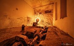 Fuego en la central (carlosizquierdovazquez) Tags: fuego chispas fire resplandor noche largaexposición lanadeacero night longexposure a7ii alfa7ii sony samyang 14mm avandonado ruina casa centralhidroeléctrica explore cieza murcia