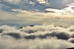 DSC_6691 (griecocathy) Tags: paysage nuage ciel montagne lumineux blanc crème bleu noir gris