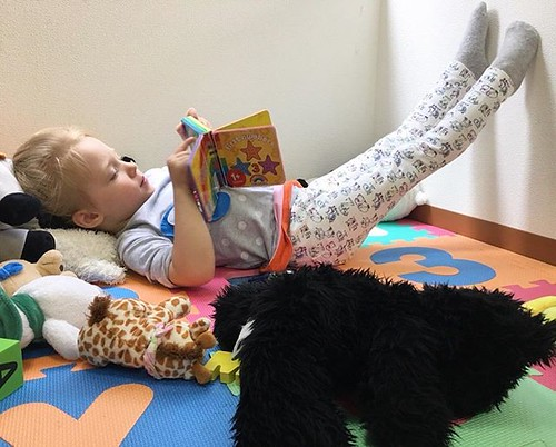 Just chilling 😎 Happy Friday! ⭐️ #internationalpreschool #preschool #daycare #books #relax #weekendvibes