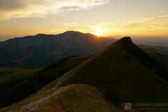 Suggestivo tramonto dal monte Strega (EmozionInUnClick - l'Avventuriero photographer) Tags: cresta montagna montestrega panorama sentiero tramonto sonya7riii tracieloeterra