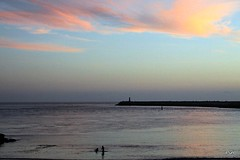 Reflexos do sunset!! (puri_) Tags: mar farol praia silhuetas sunset reflexos coloridos