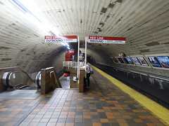 201807113 Cambridge, MA subway station 'Harvard' (taigatrommelchen) Tags: 20180727 usa ma massachusetts cambridge central perspective urban railway railroad mass transit subway station tunnel