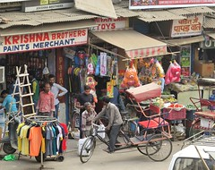 new delhi 2017 (gerben more) Tags: newdelhi delhi paharganj cyclerikshaw rikshaw people shop shops india