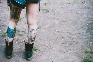 gambe, tatuaggi e polvere3
